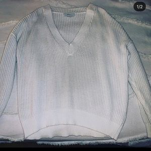 WOMANS sweater